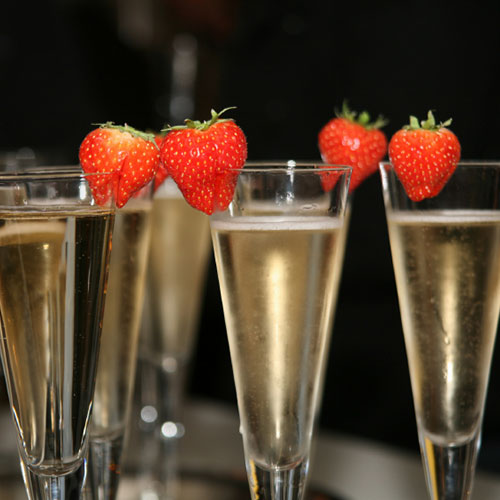 original-201408-HD-fw-connect-soyjoy-strawberries-champagne.jpg