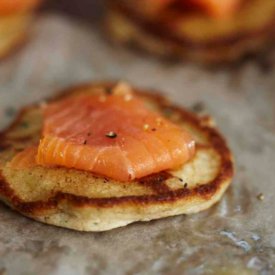 201003-r-smoked-salmon-blini.jpg