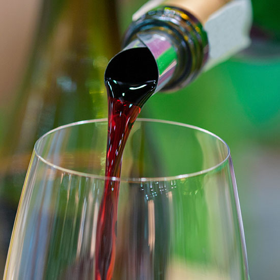 original-201410-HD-2-ways-to-ensure-a-drip-free-wine-pour.jpg