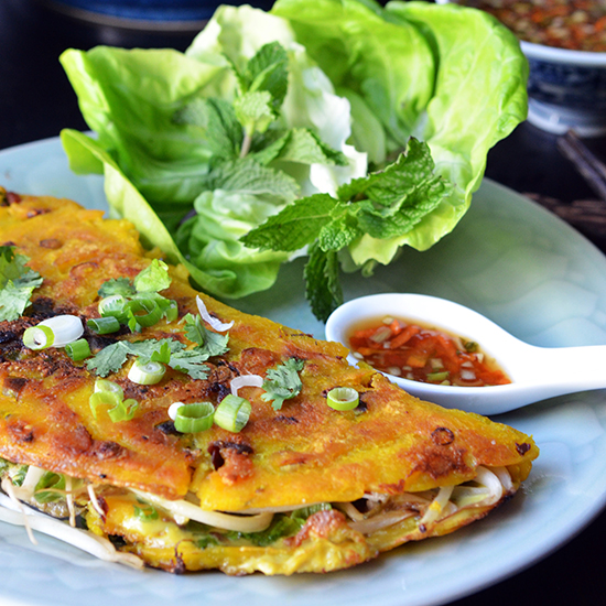 HD-201410-r-zimmern-vietnamese-oyster-pancake-with-nuoc-cham.jpg