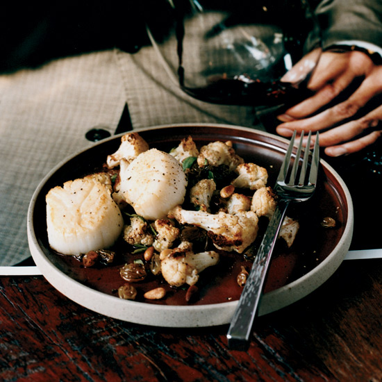 Scallops with Roasted Cauliflower and Raisins
