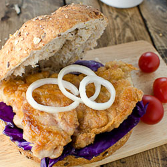 201404-r-healthy-pan-seared-chicken-burger.jpg