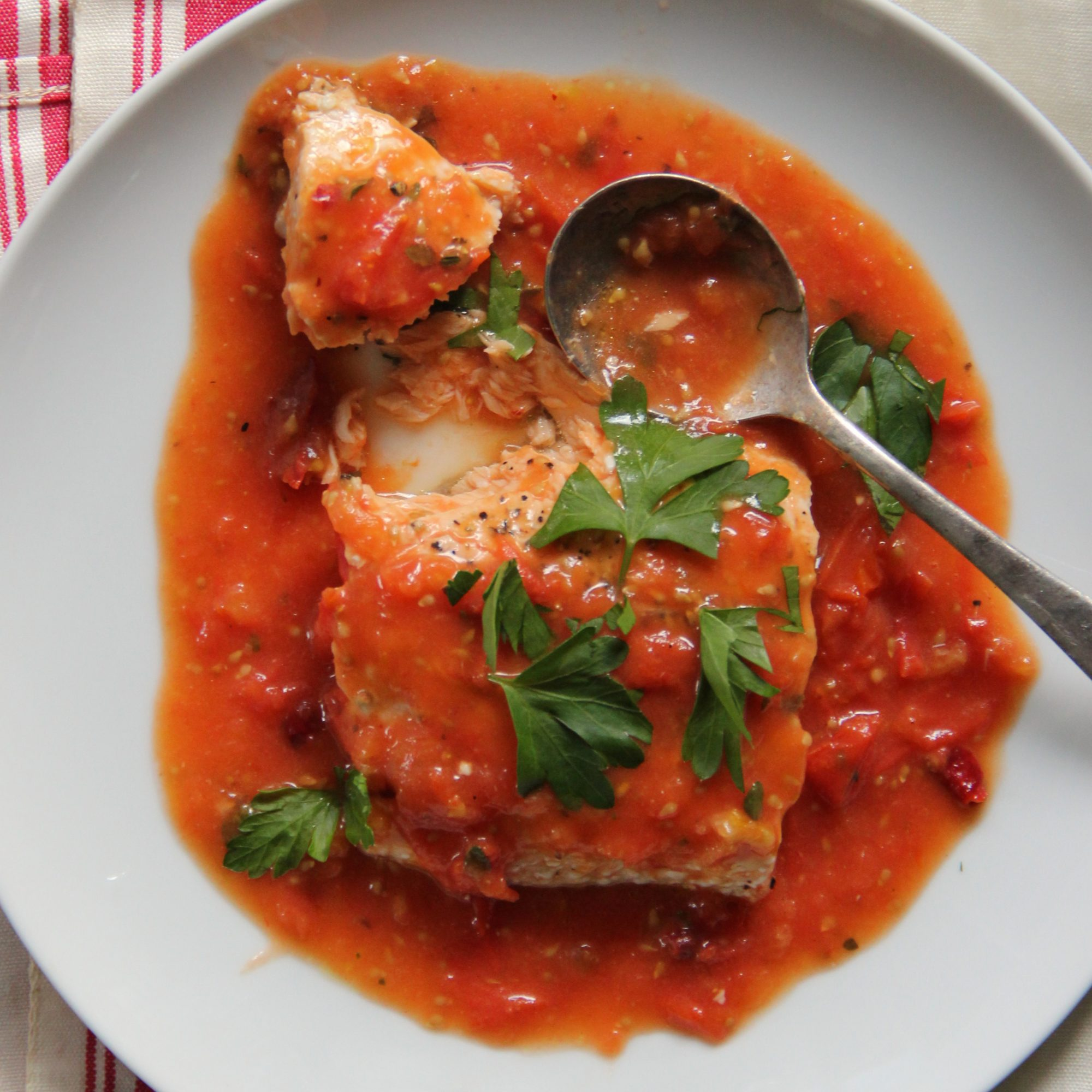 Slow baked salmon in fresh tomato sauce recipe ian for Red fish sauce