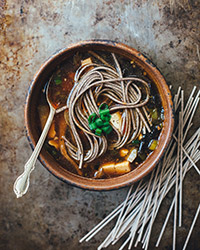 how to eat hot soba noodles