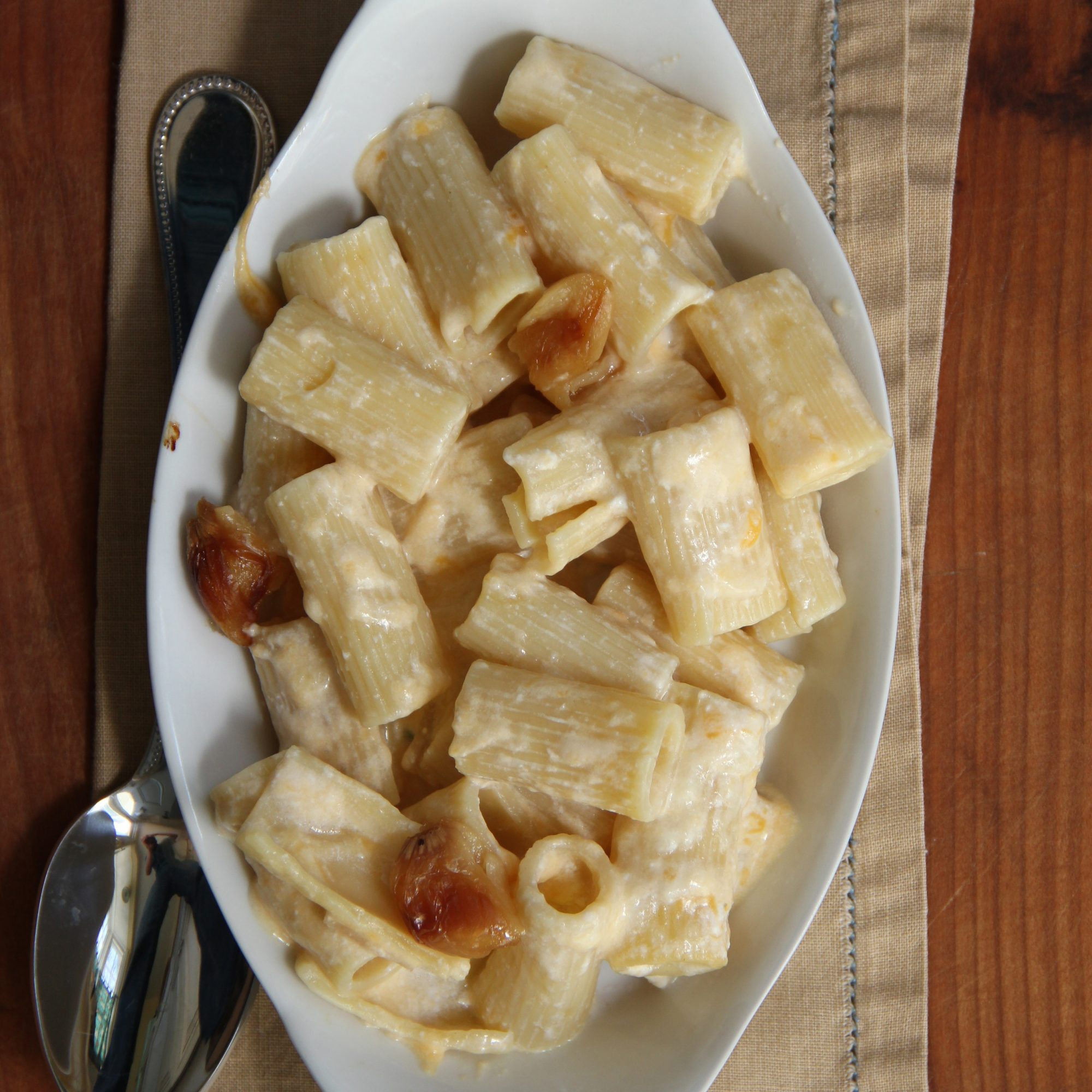 201404-r-roasted-garlic-mac-n-cheese.jpg