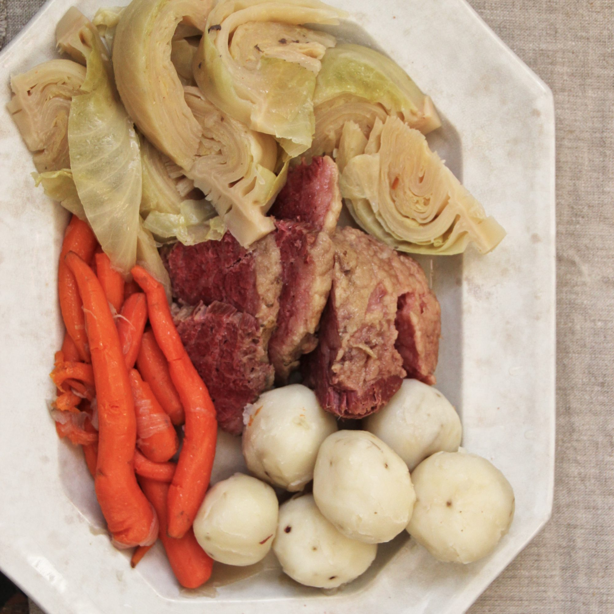 201404-r-corned-beef-and-cabbage.jpg