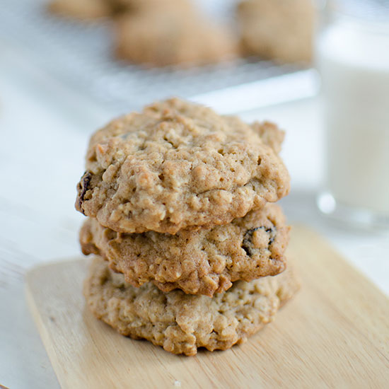 hd-201401-r-easy-oatmeal-raisin-cookies.jpg