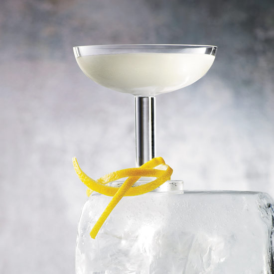 7 Manly Cocktails to Make with Lillet
