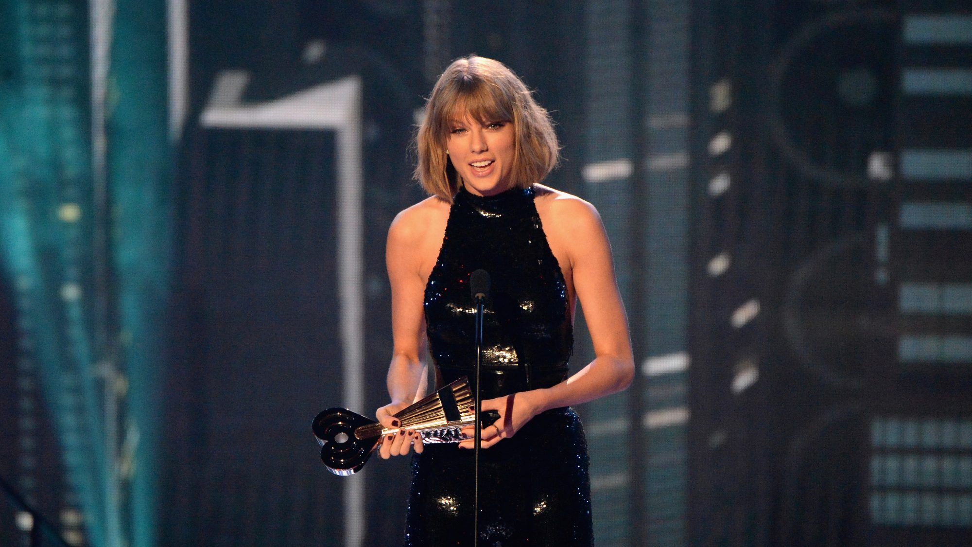 Taylor Swift's Preferred Cocktail is Vodka and Diet Coke