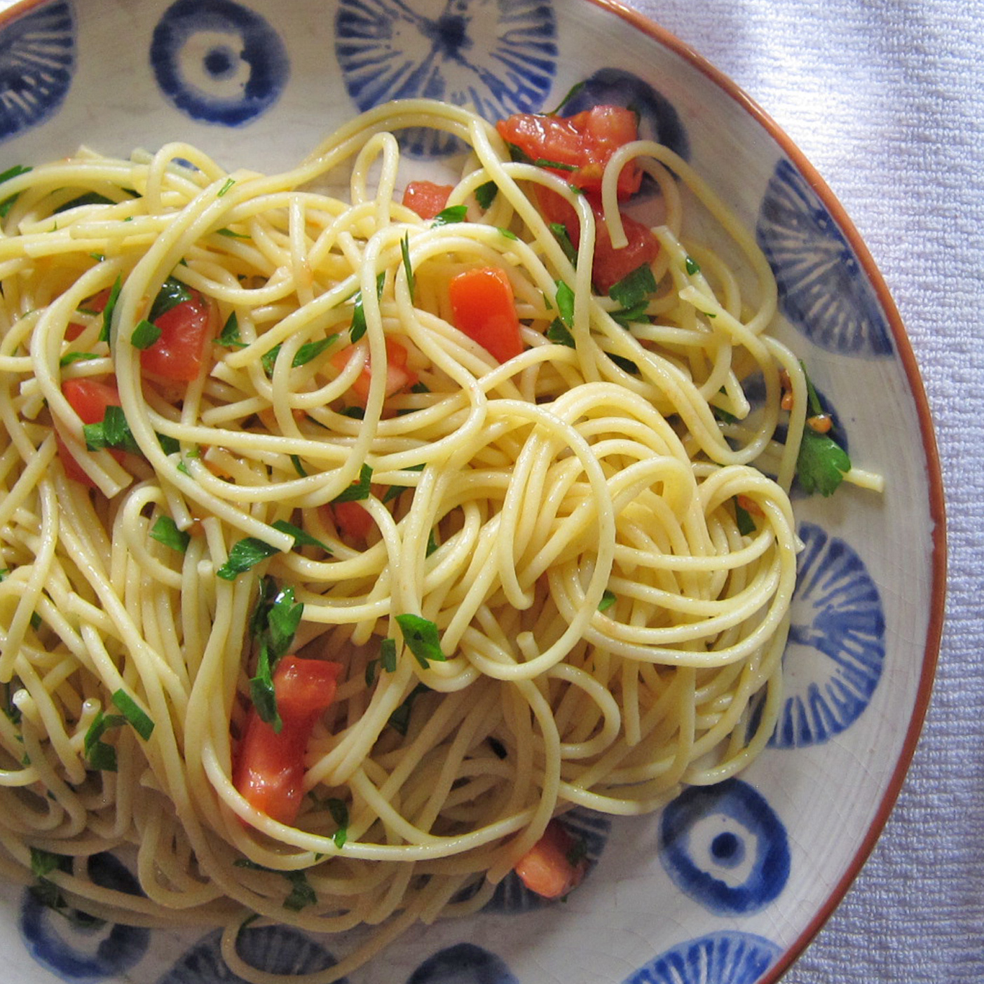 Fresh Tomato and Parsley Spaghetti