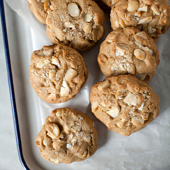 HD-201404-r-white-chocolate-chunk-macadamia-cookies.jpg