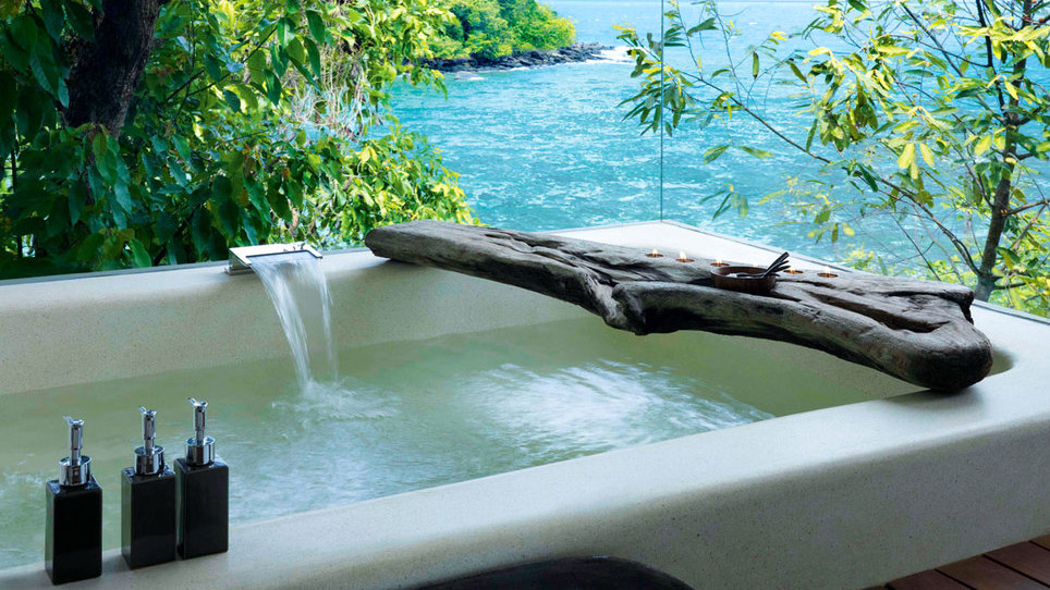 song-saa-private-island-bathtub-view-tl-FT-SYND1216.jpg