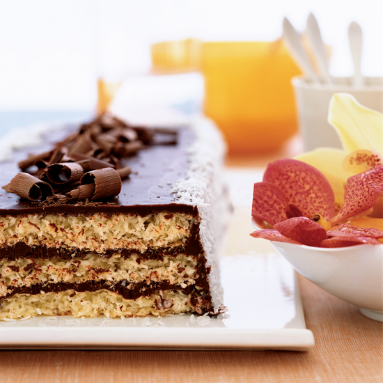 "<h1 itemprop=""name"">Triple-Layer Chocolate Macaroon Cake</h1>"