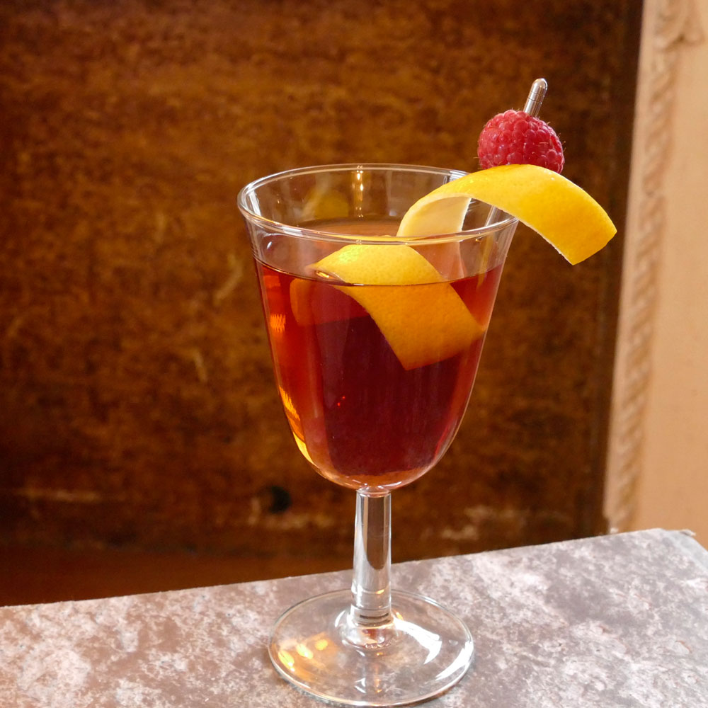 chambord-rob-roy-cocktail-XL-BLOG0317.jpg