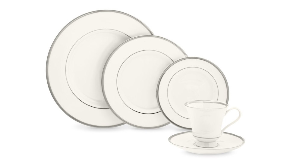 <p>Williams Sonoma Pickard Signature Dinnerware</p>