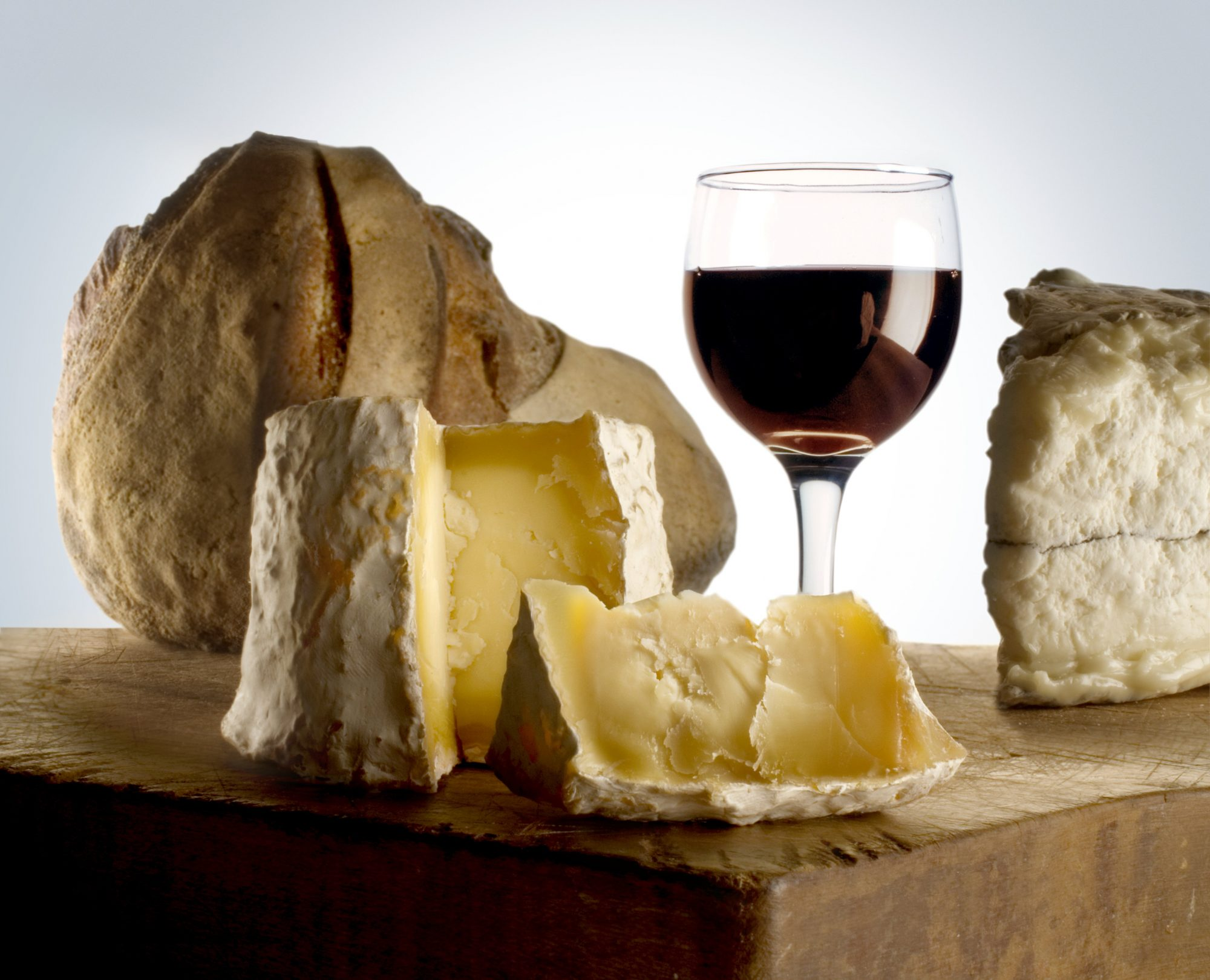 10 Arrested in Fancy Wine and Cheese Heist
