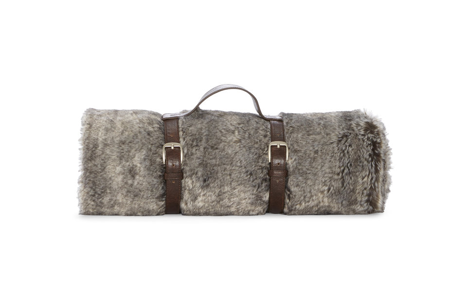 "<h2 data-bind="" title"">Hudson Park Faux Fur Travel Throw</h2>"