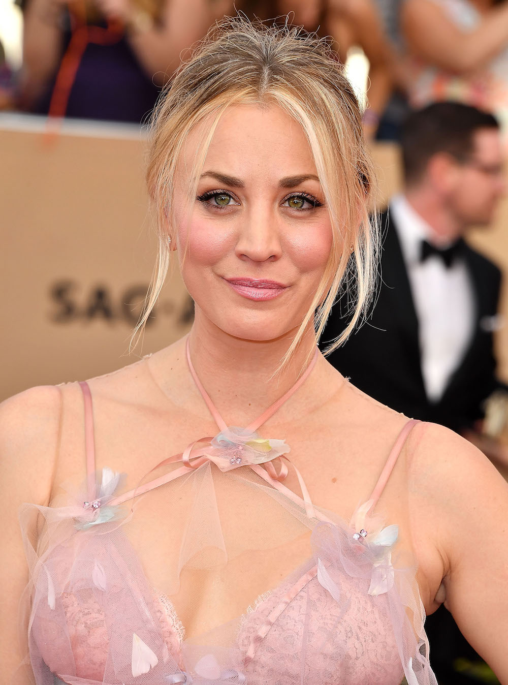Kaley Cuoco arrives at the 23rd Annual Screen Actors Guild Awards