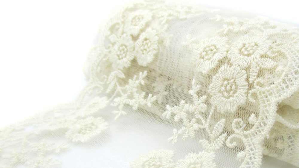 lace-easter-egg-decorating-FT-SS0317.jpg