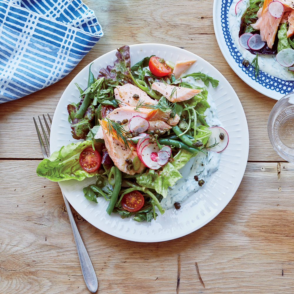 Smoked Salmon Salad with Dill Sauce