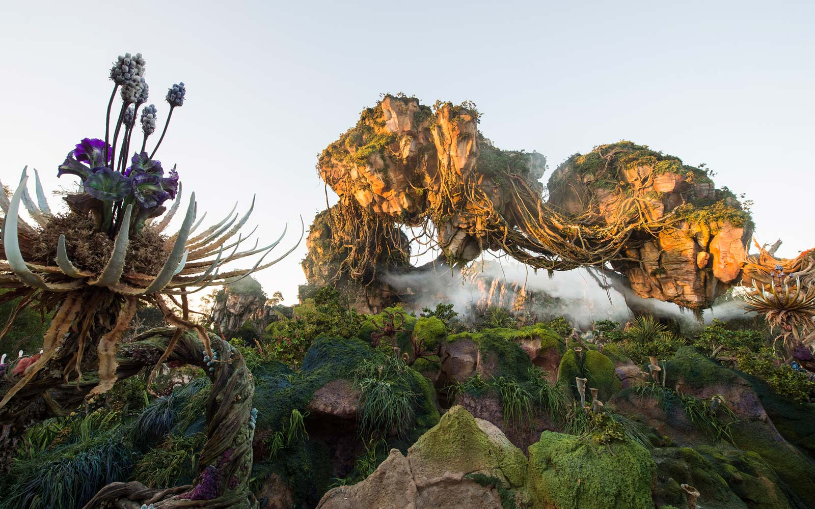 Disney World's New Pandora Park Has All the Booze and It Is Out of This World