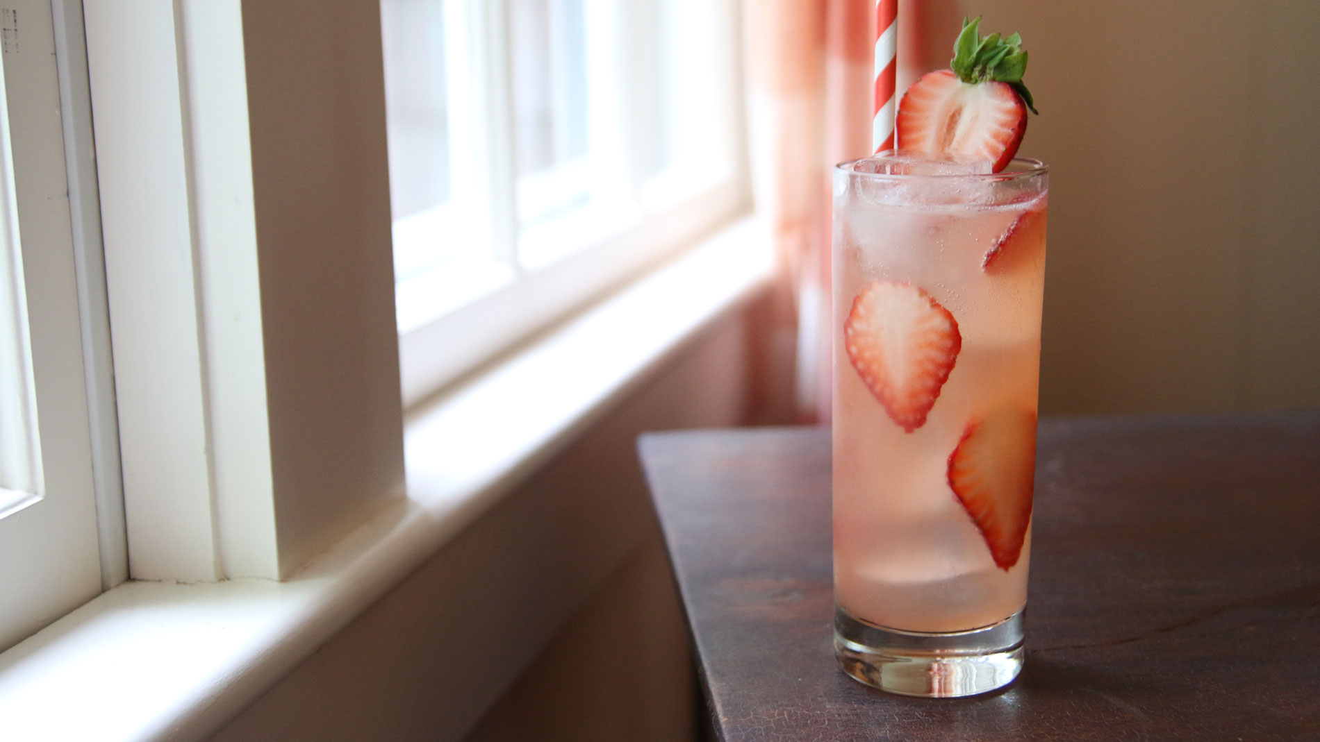 Elderflower & Strawberry Cocktail