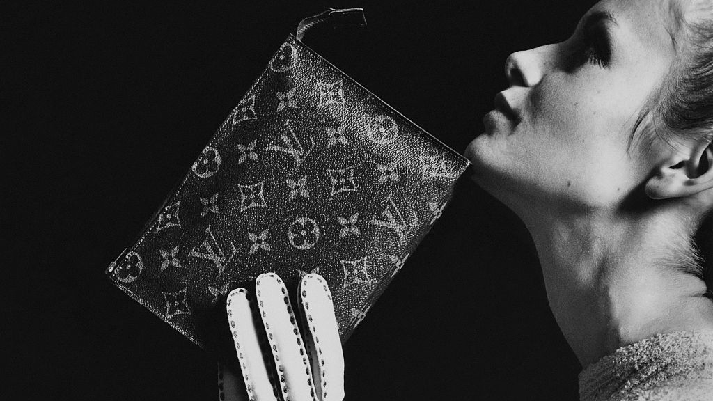 Twiggy and her Louis Vuitton