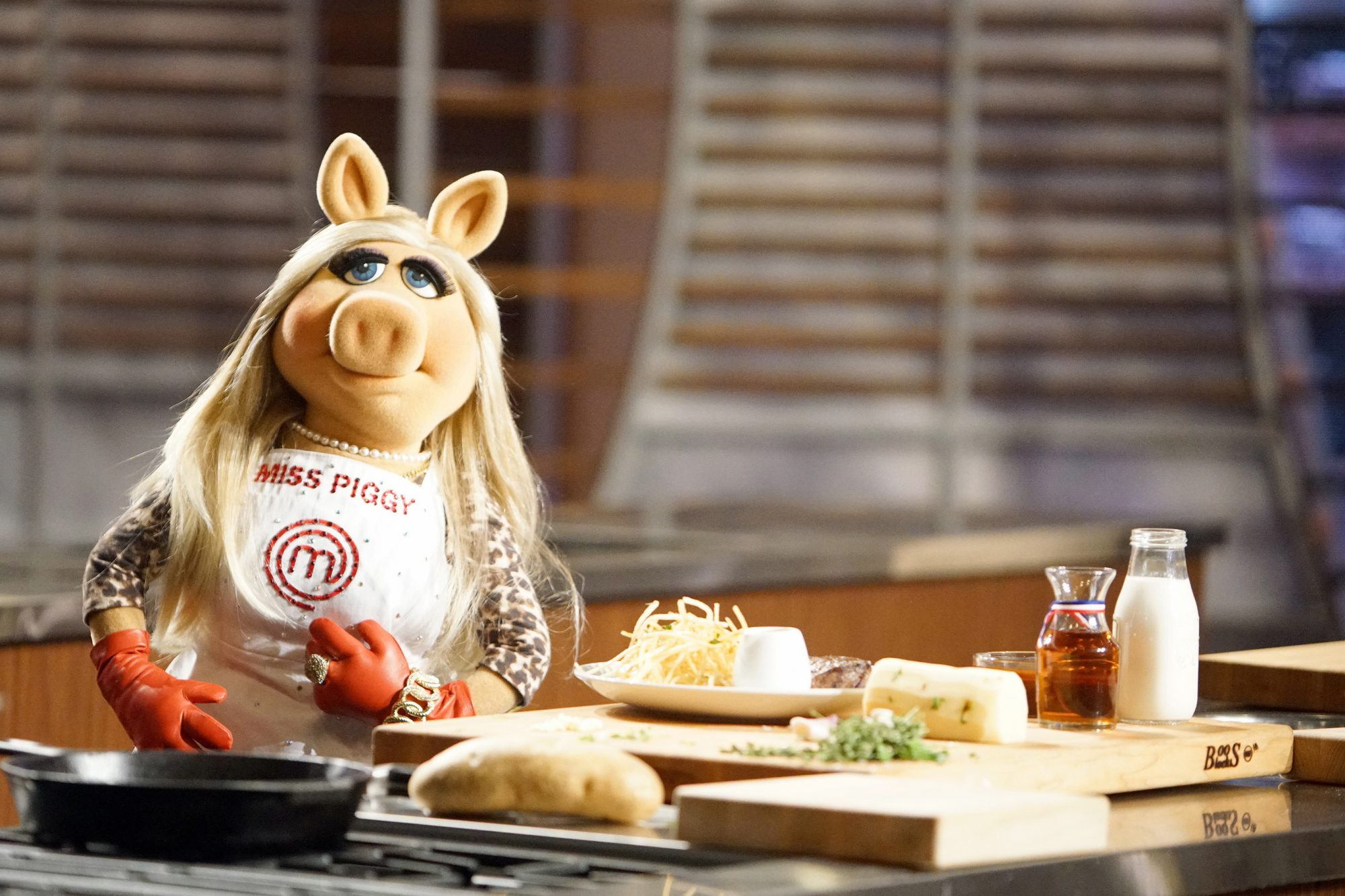 Miss Piggy slams Gordon Ramsay over 'MasterChef Junior'