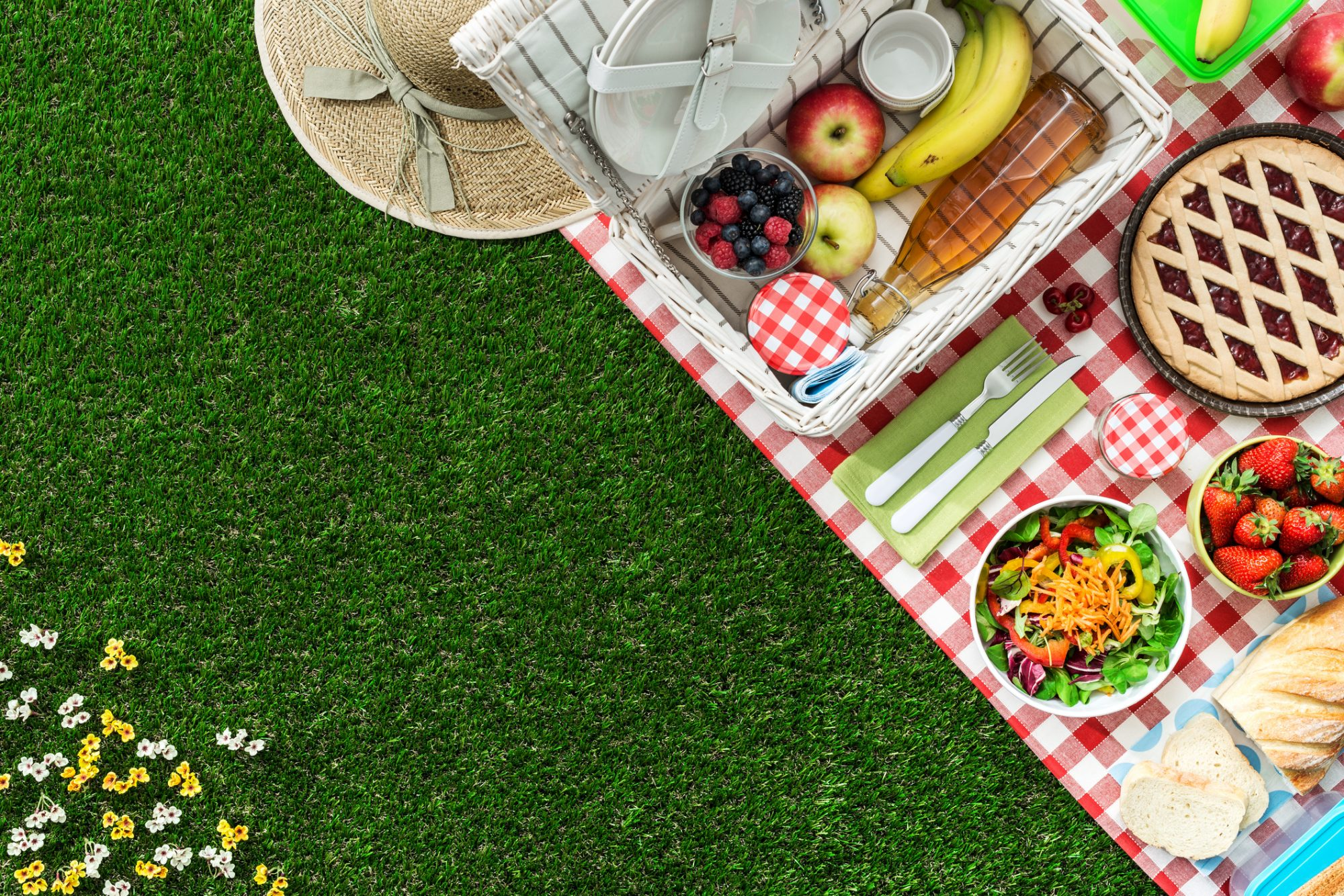 9 Picnic Baskets Filled With Everything You Need for Dining Al Fresco This Summer