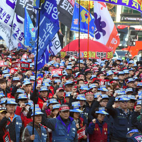 Protesters shout slogans calling for the resignation of South Korea's President Park Geun-Hye during an anti-government rally in central Seoul on Nov. 19, 2016.
