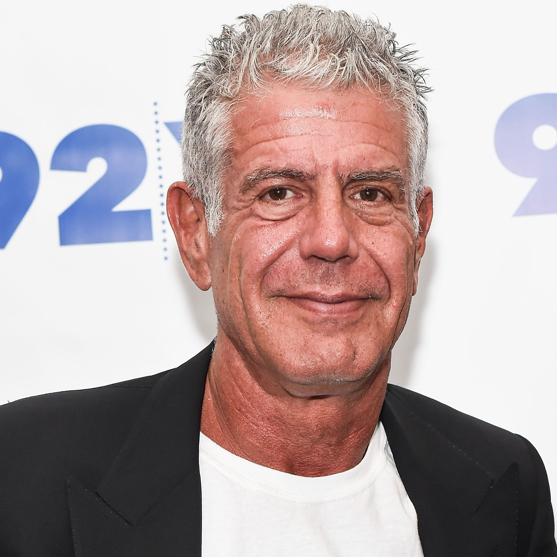 anthony-bourdain-cooking-steak-fwx