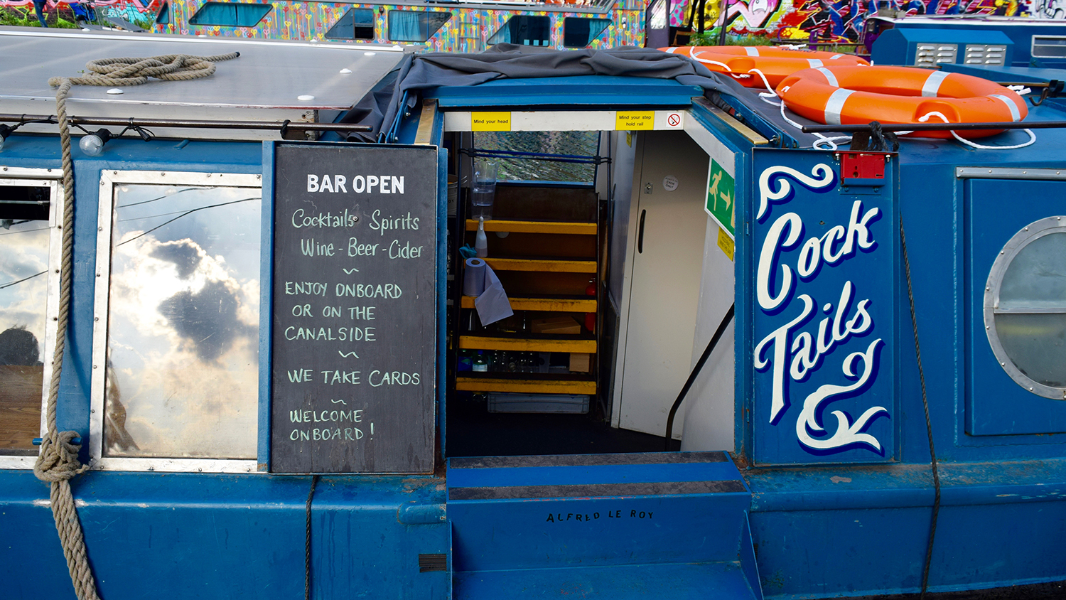bar open in london boat dining