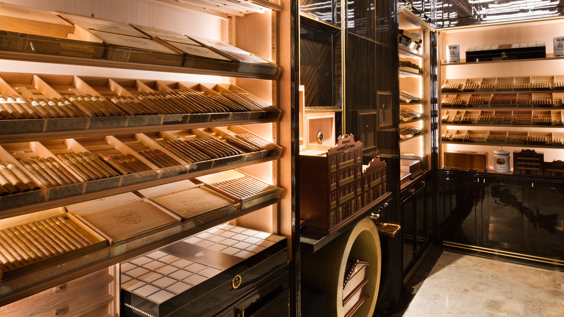 how to become a cigar sommelier