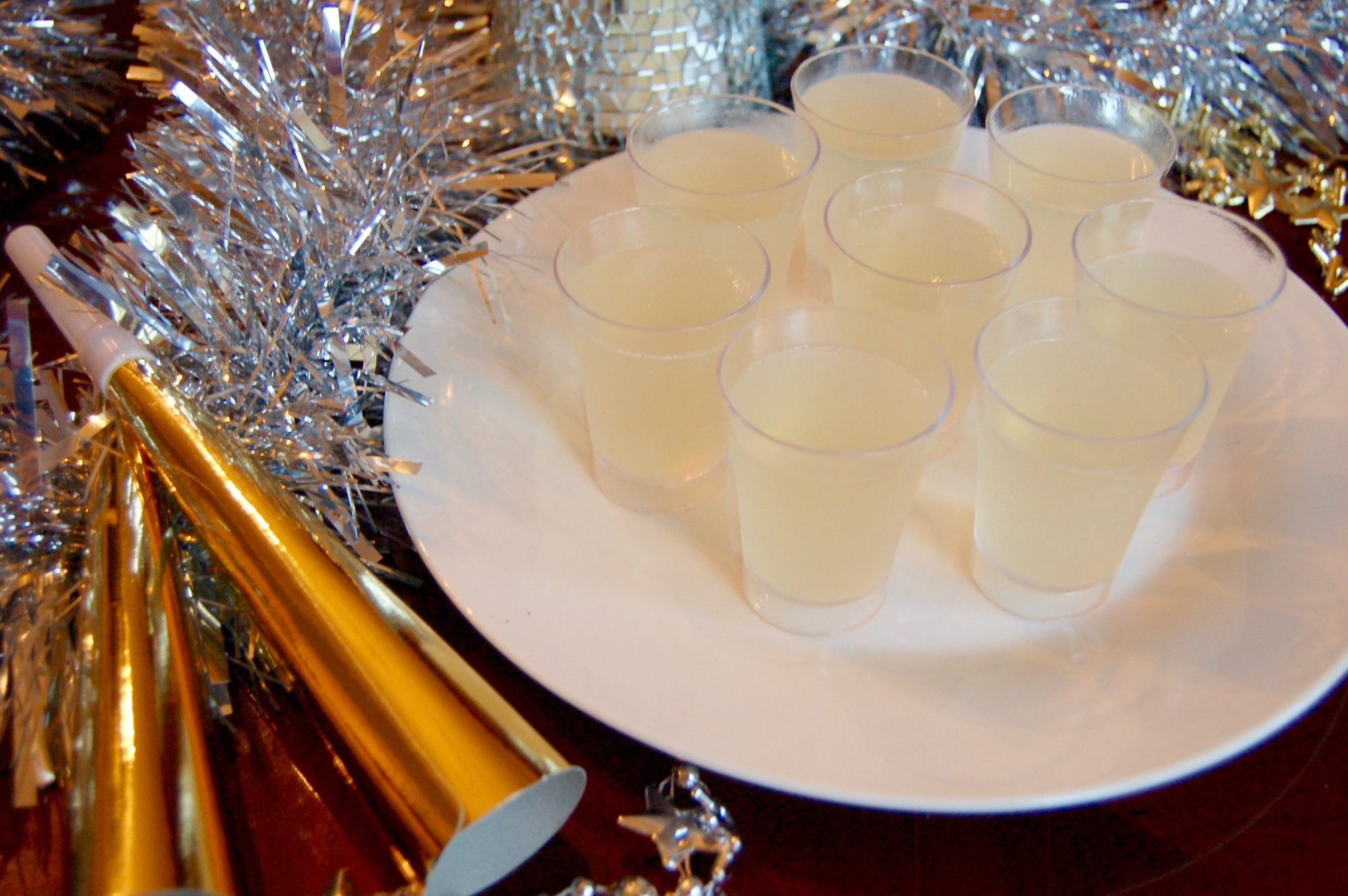 Make These Champagne Jell O Shots To Ring In The New Year