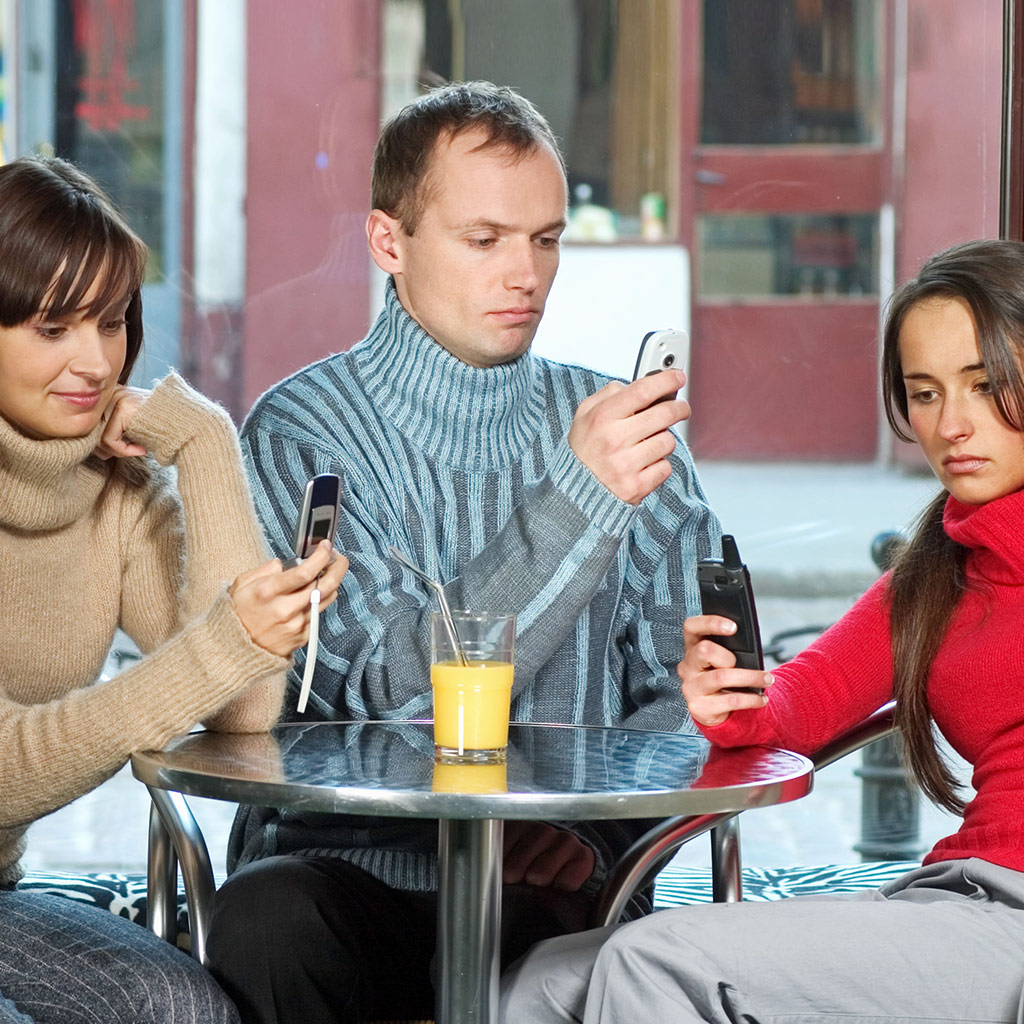 FWX CELL PHONES IN RESTAURANTS_1