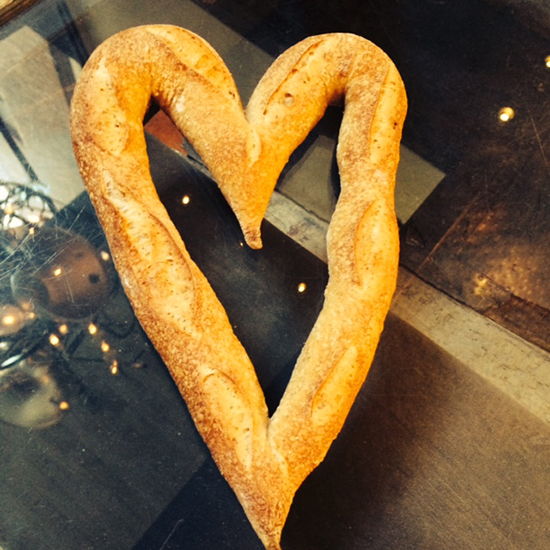 FWX DOS DONTS HEART SHAPED FOODS HEART BAGUETTE