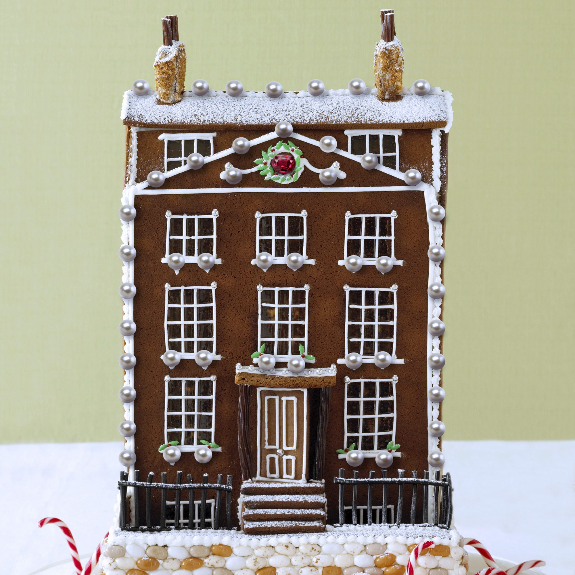 FWX EXPENSIVE GINGERBREAD HOUSE