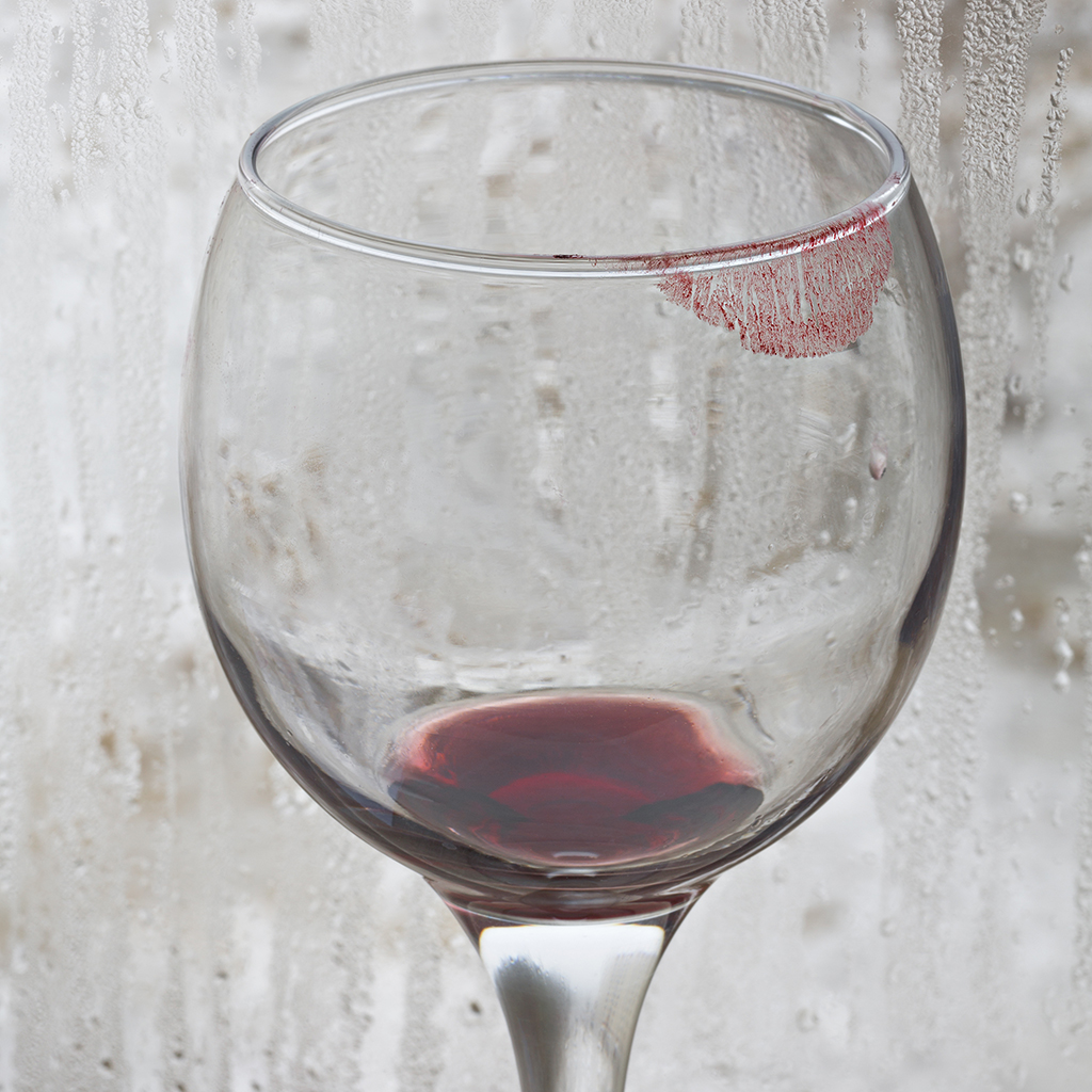 FWX LIPSTICK ON WINE GLASS