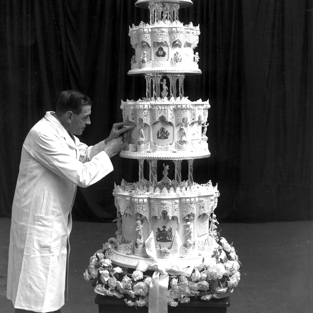 queen victoria wedding cake elizabeth s wedding cake is royally expensive food 6932