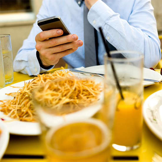 People Believe Their Smartphones Help Them Eat Better