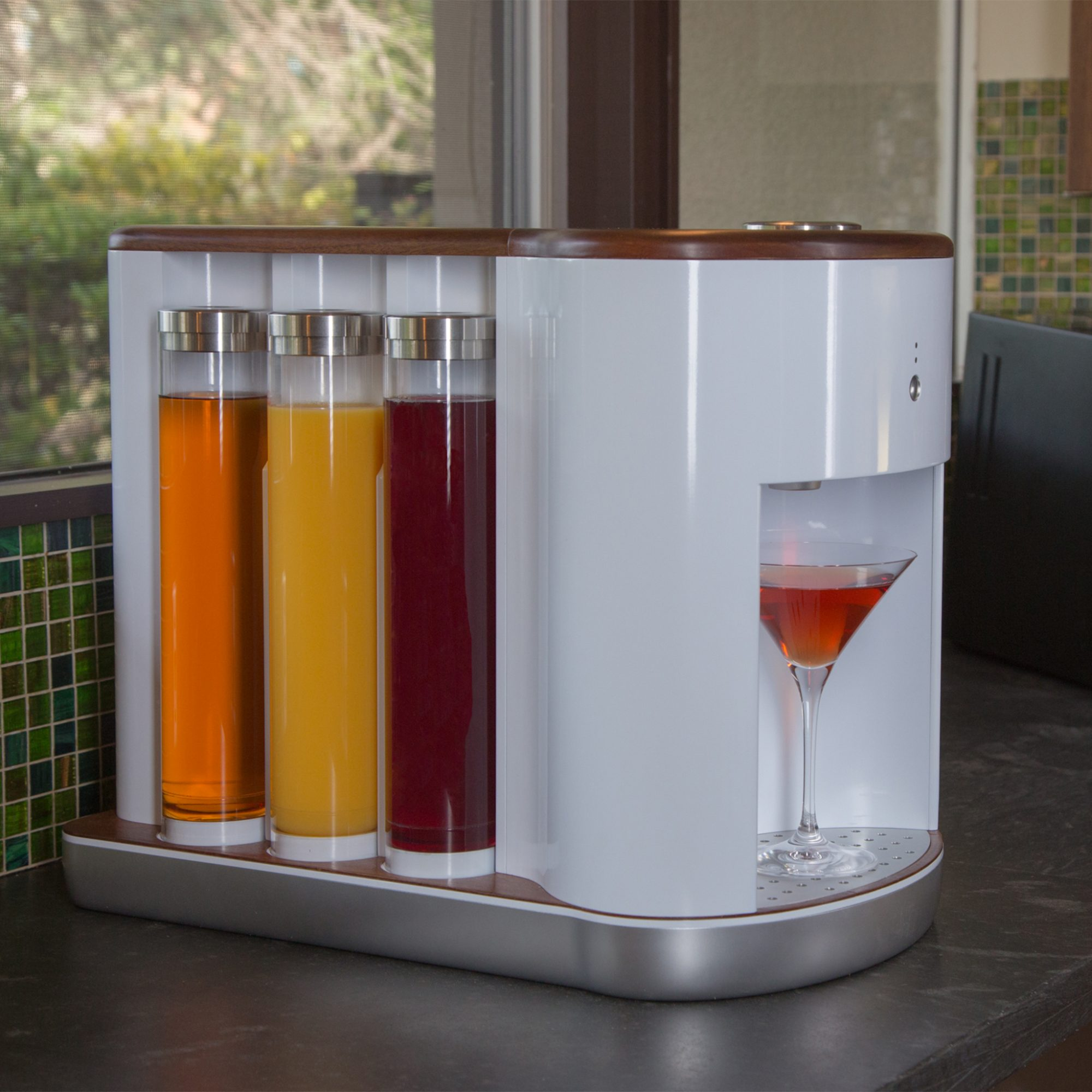 Never Shake Your Own Drink Again with This Robotic Cocktail Mixer