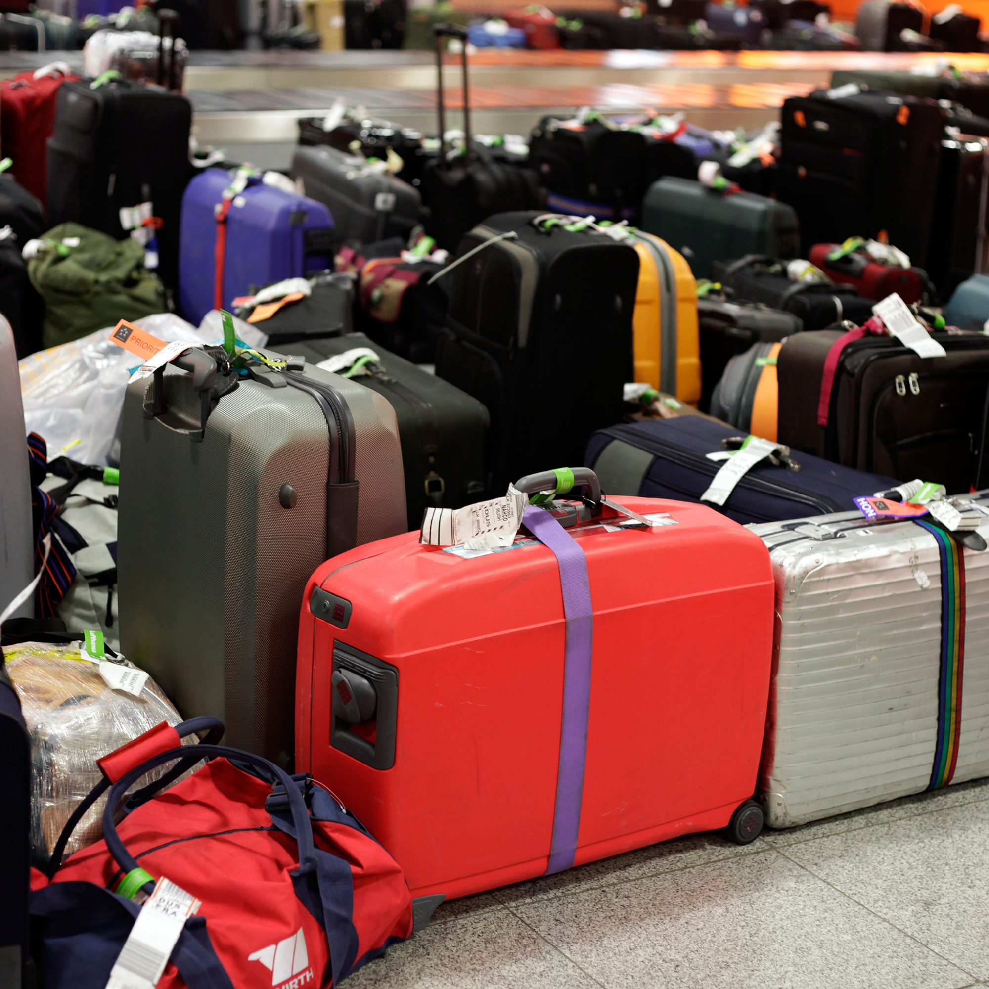 FWX STARTUP TO RENT YOUR SUITCASE