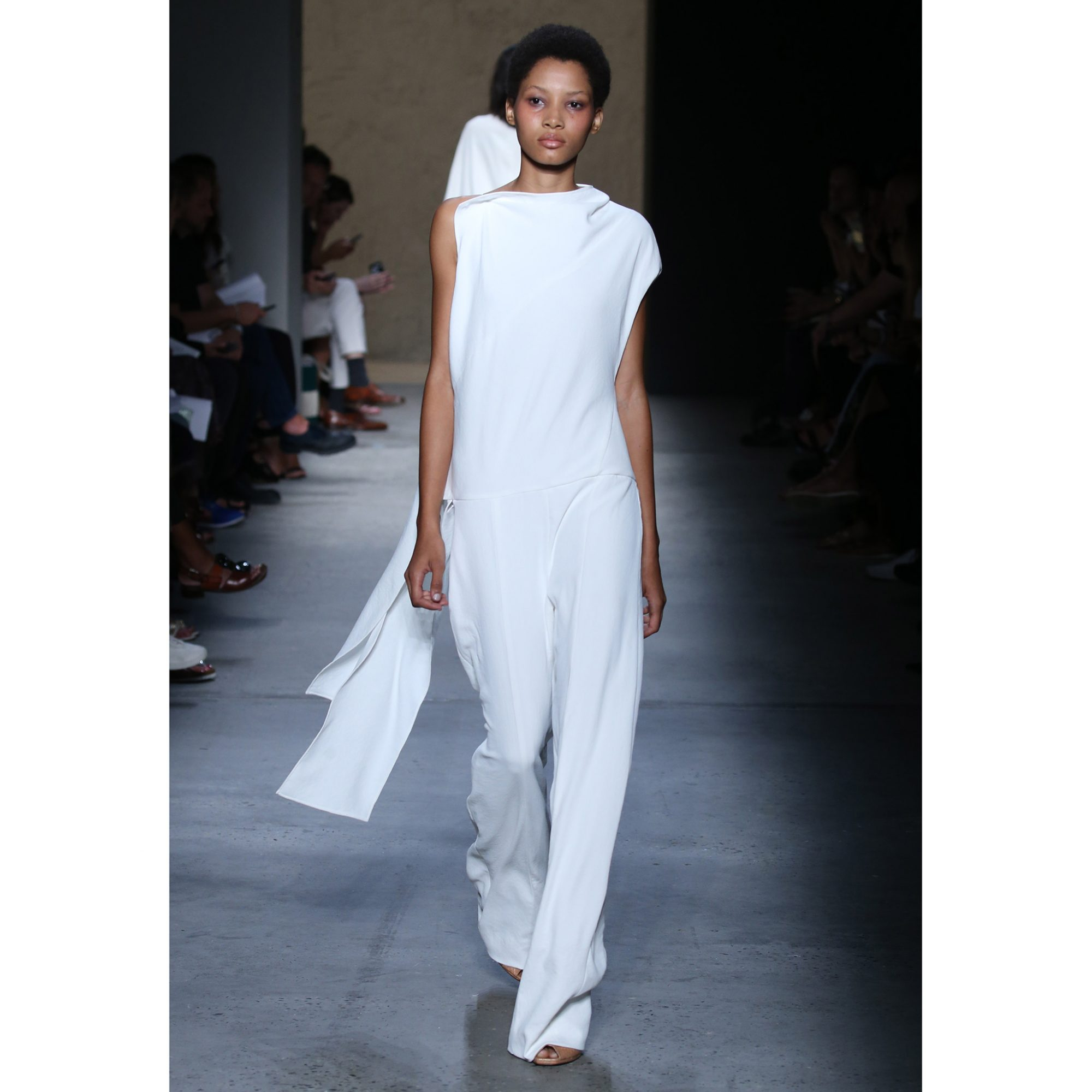 7 Tips for Wearing White in the Fall