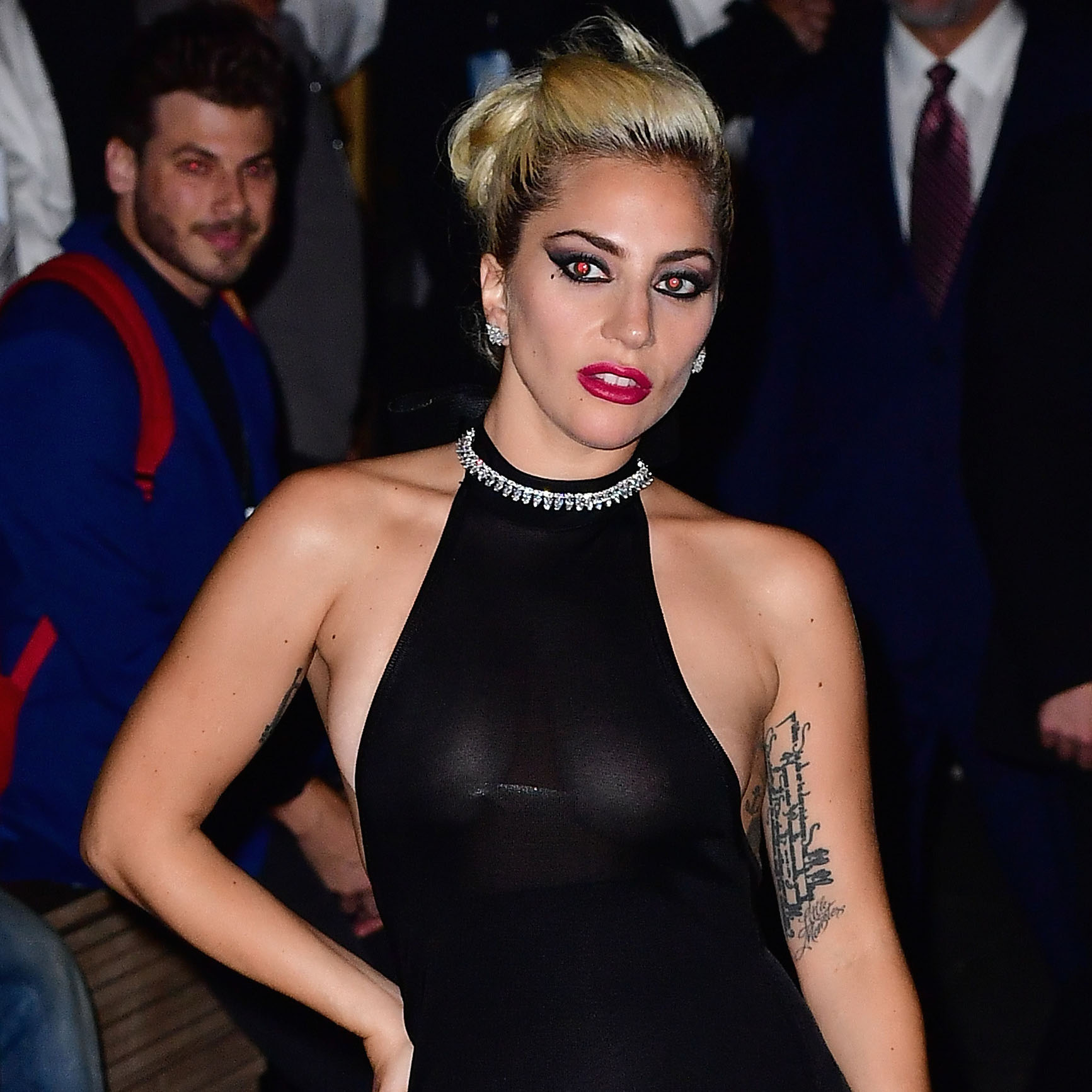 gaga-dive-bar-tour-fwx