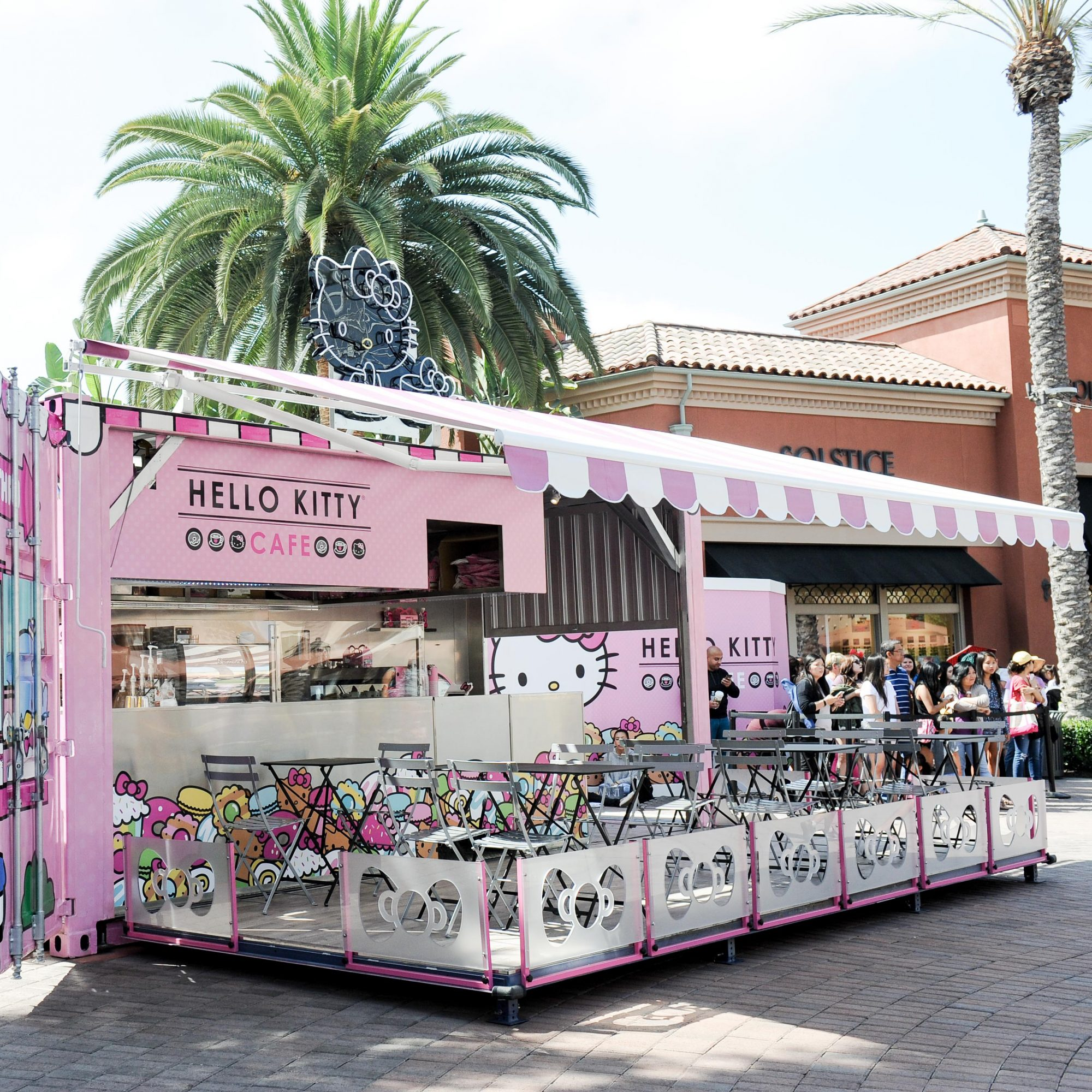 hello-kitty-cafe-fwx-2