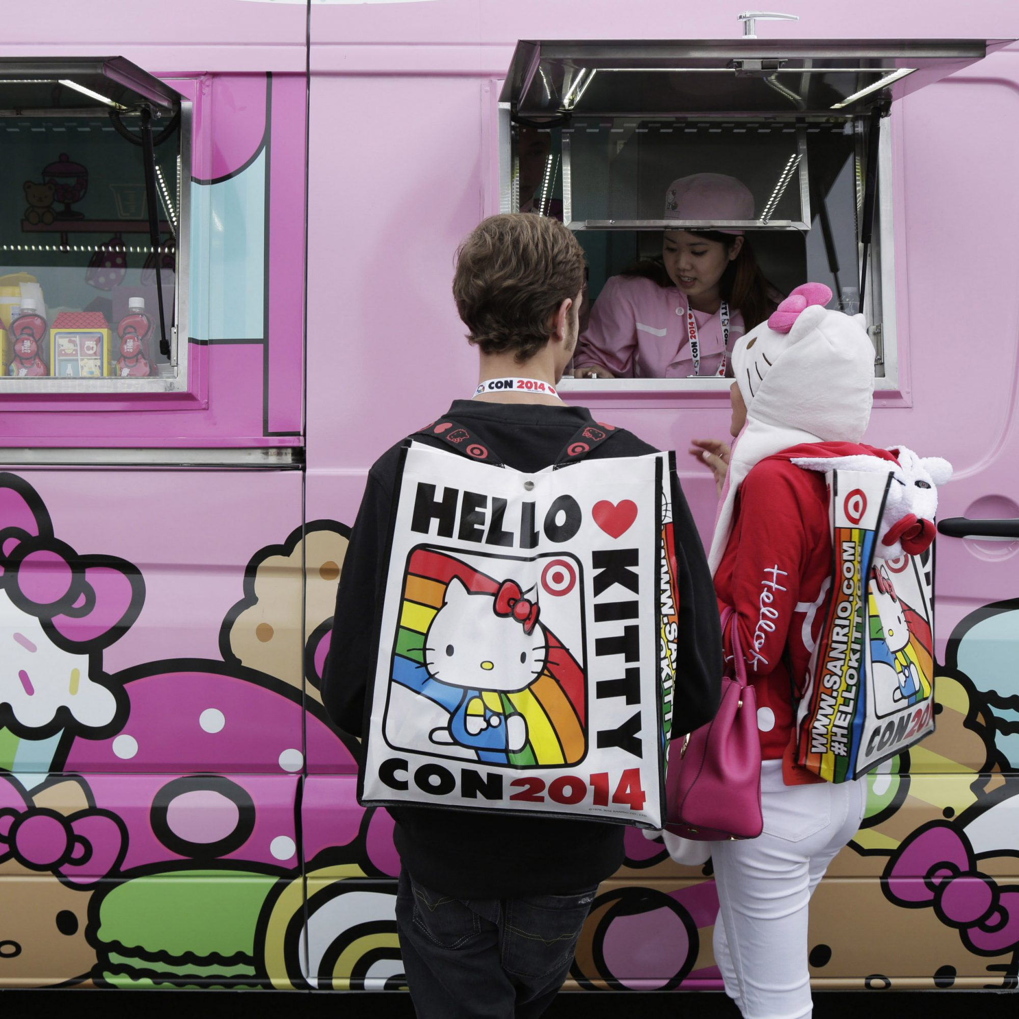 hello-kitty-food-truck-fwx