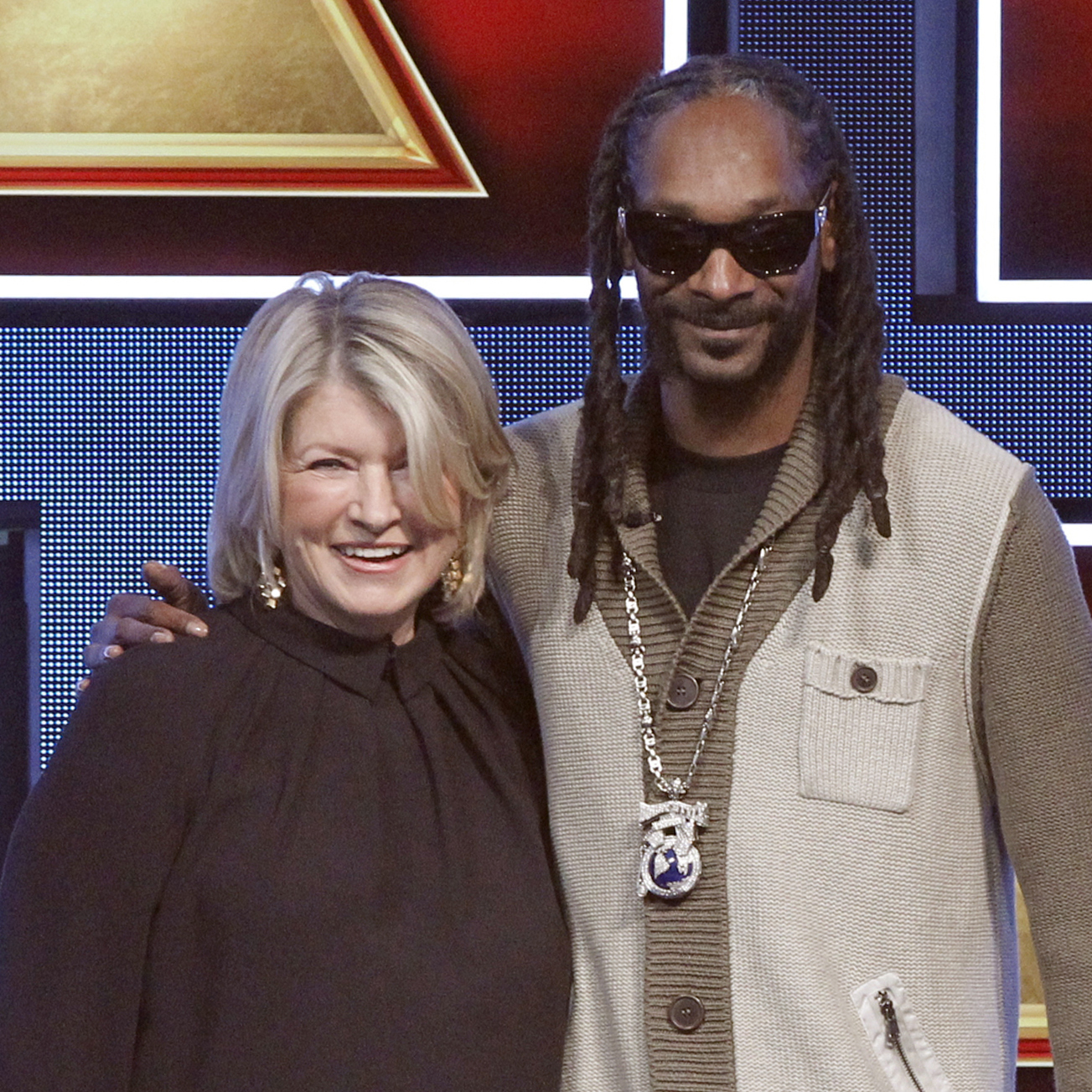 the martha stewart and snoop dogg cooking show trailer has arrived
