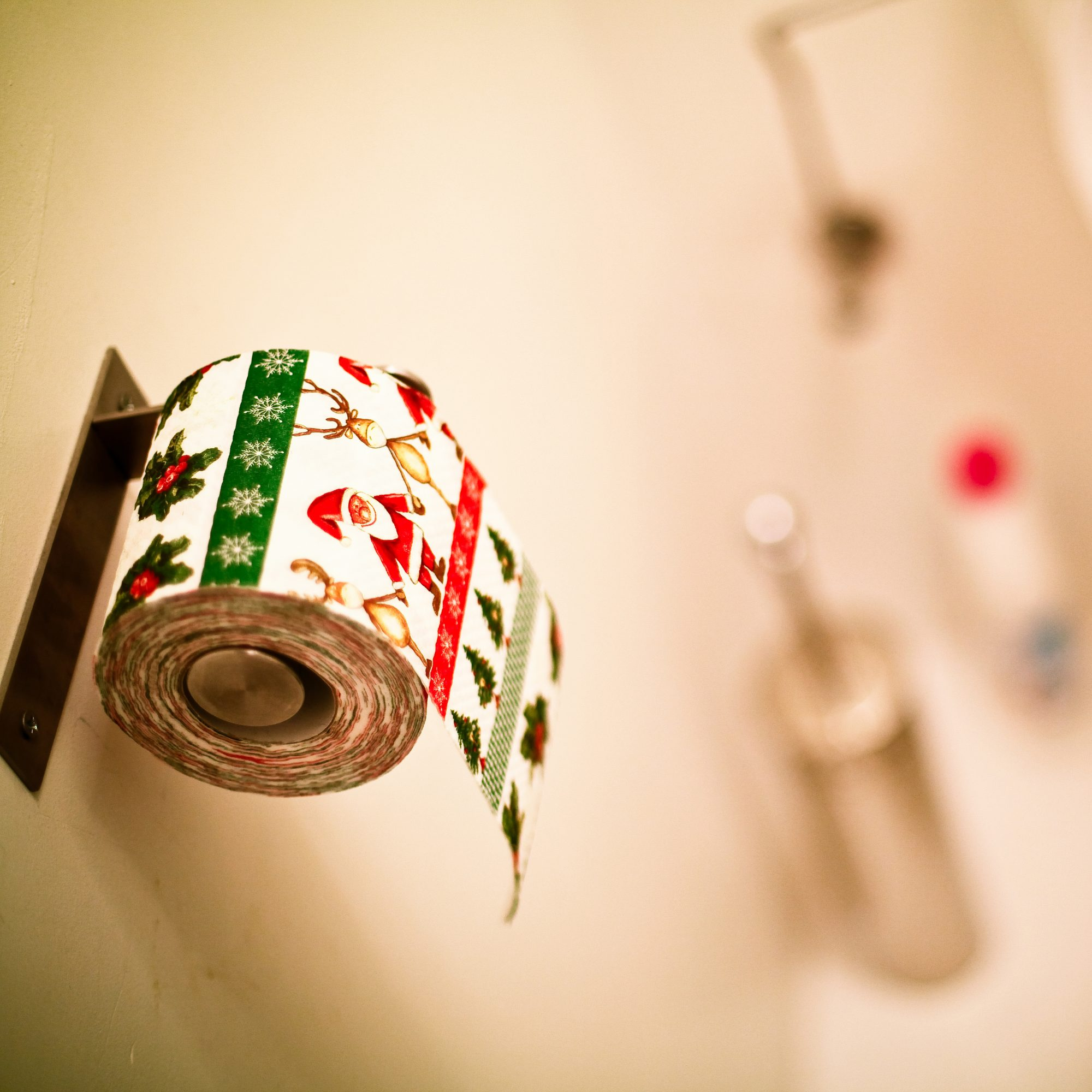 mulled-wine-toilet-paper-fwx