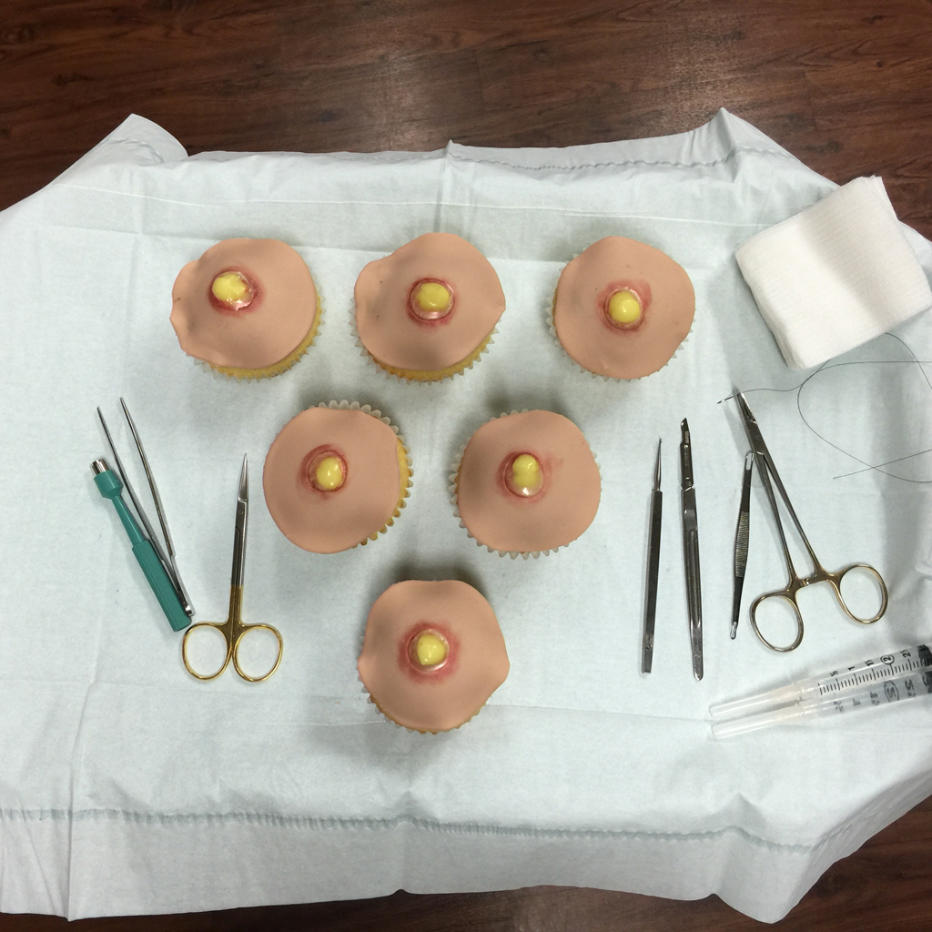 pimple-popping-cupcakes-fwx-4