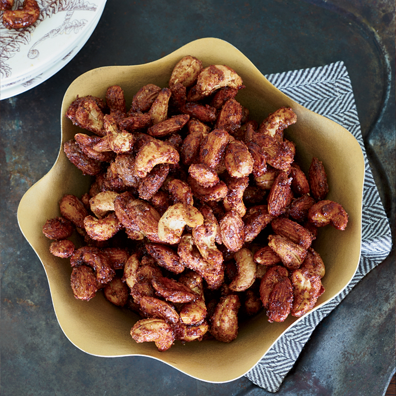 PORTABLE NEW YEARS PARTY DISHES SUGAR AND SPICE NUTS FWX